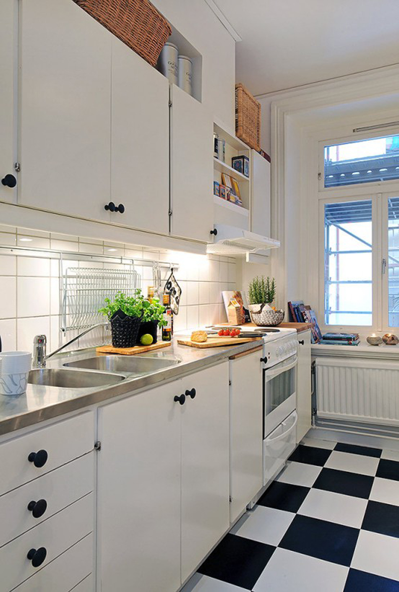 Black-and-white-floor-makes-the-kitchen-looks-so-arty 6 Beautiful Black and White Decor Ideas