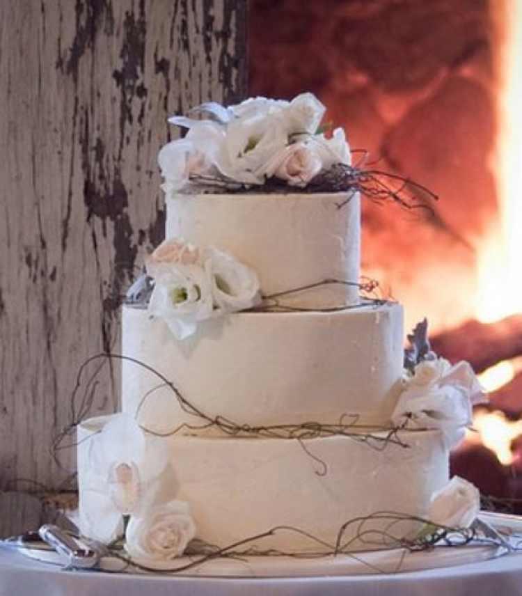 Copy-of-Tri-tier-round-white-wedding-cake-with-white-roses-and-branches Wonderful ideas for decorating your wedding
