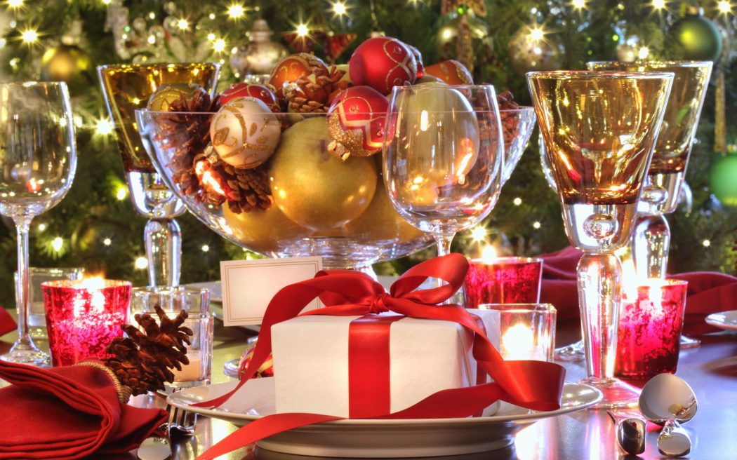 Holiday-Table-Settings-and-christmas-decorations-wallpaper_6159 Prepare your Home Decorations For Next Holidays