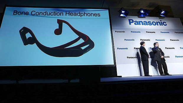 Panasonic-headphones-CES-2013 Panasonic unveils headphones through the mind of CES