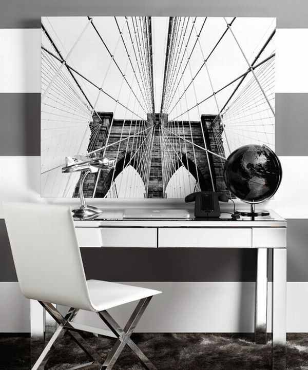Streamlined-modern-office-space-in-black-and-white 6 Beautiful Black and White Decor Ideas