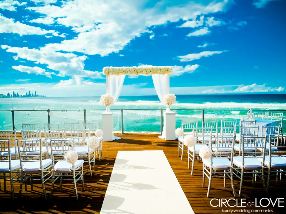 beach +5 Tips to Decorate Your Outdoor Wedding