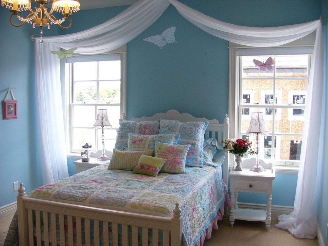 blue20room20bed 16 Ideas for Wall Decor