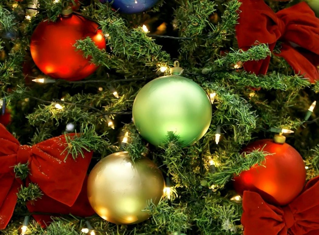 christmas_decorations_balls Prepare your Home Decorations For Next Holidays