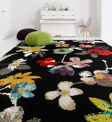 colorful-carpet 19 Ideas for Your Apartment Decorating