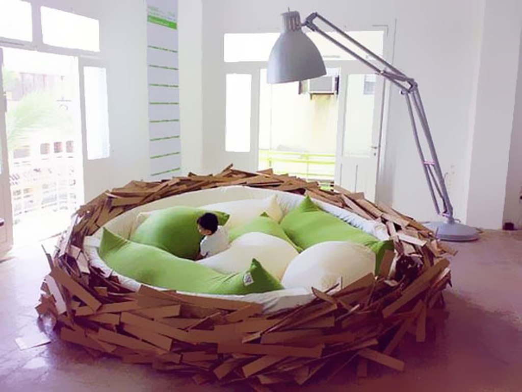 creative-beds-giant-nest Extraordinary and dazzling ideas for decorating your bedroom