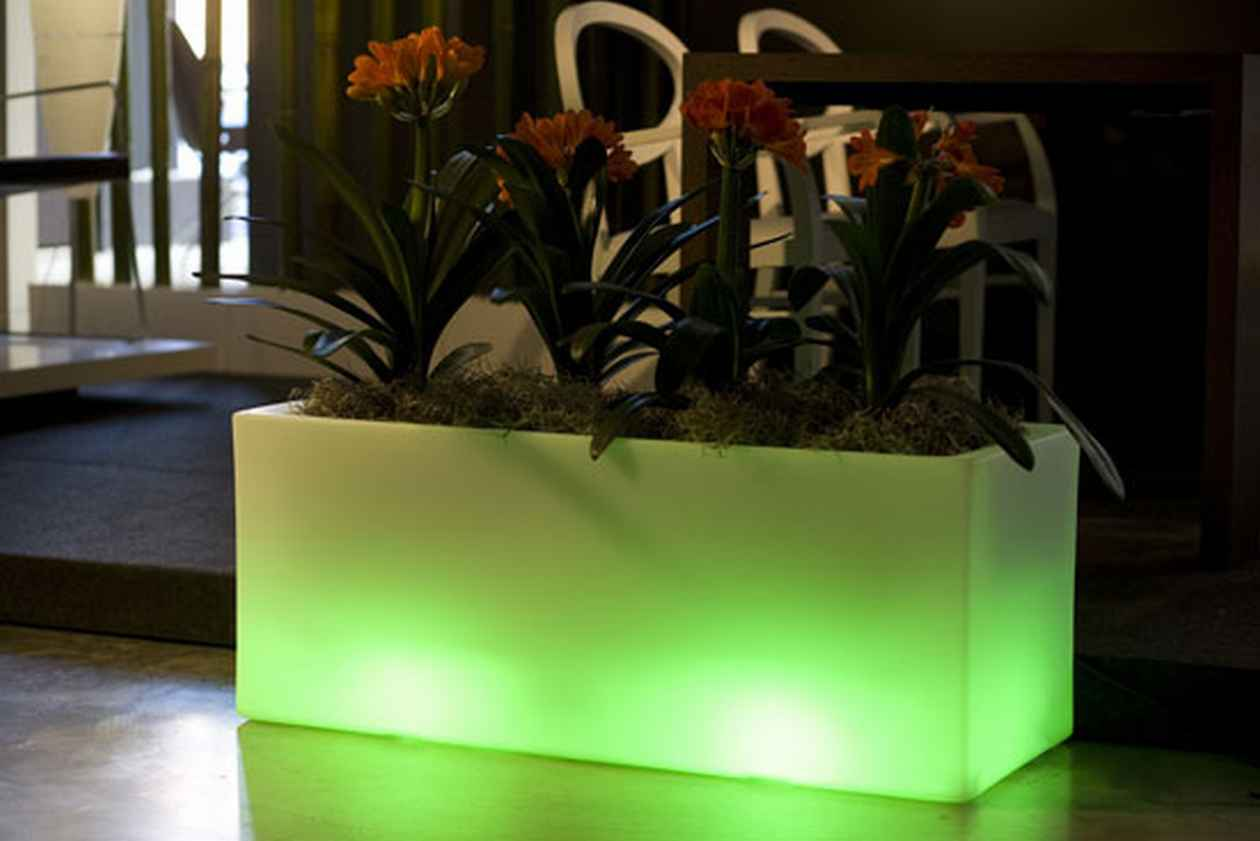 outdoor-appliances-outdoor-garden-pots-with-built-in-lighting Simple and Unique Ideas for Outdoor Lighting