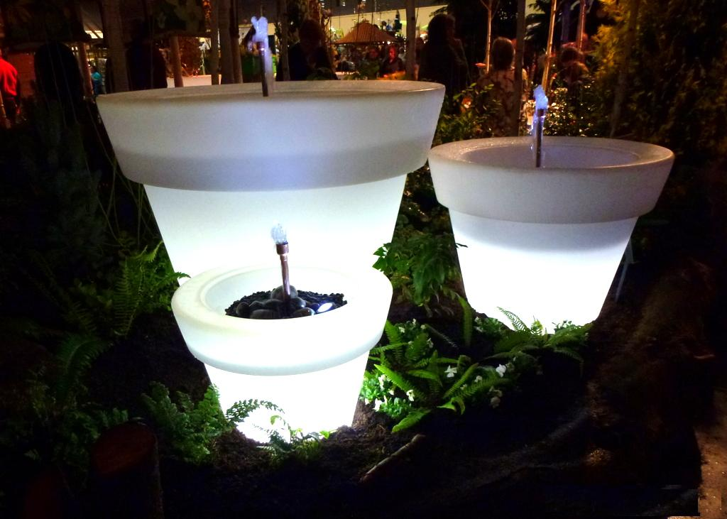 solar-planters1 Simple and Unique Ideas for Outdoor Lighting