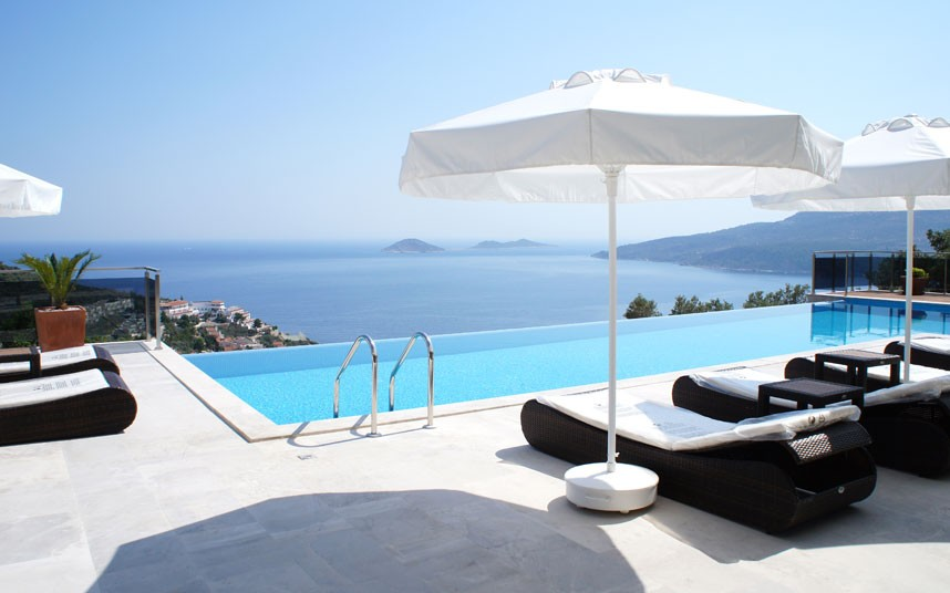 swimming-pool-4 The Most Beautiful 10 Swimming Pools and Luxury Homes in The World