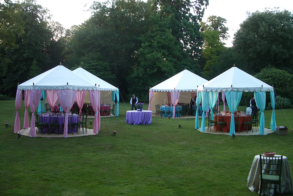 How to decorate your outdoor wedding pouted online magazine latest design trends creative - Decorating a canopy tent ...