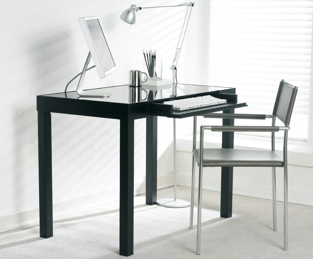 041921-66248 Why Glass Computer Desks Are The Trend of This Year?