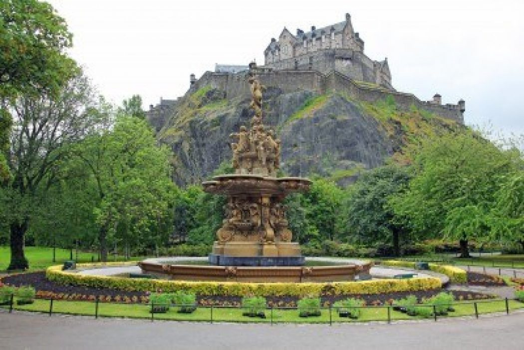 15855046-edinburgh-castle-scotland-from-princes-street-gardens-with-the-ross-fountain-uk George Hotel Edinburgh: Hidden Facts