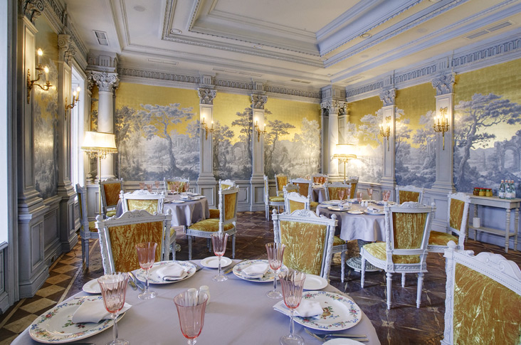 20-royal-restaurant-interiors 23 Most Awesome Interior Designs for Restaurants