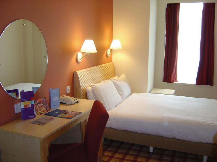 23369_4 Is Kensington Close Hotel Suitable for London Visitors?