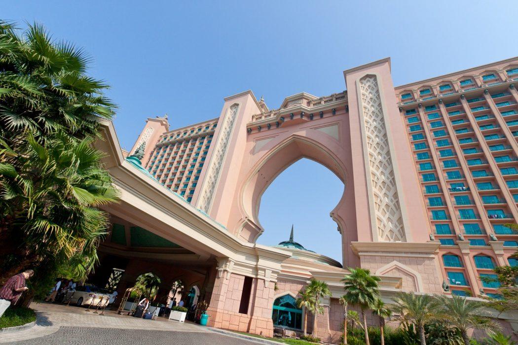 Atlantis_Hotel_Entrance_The_Palm_Dubai Why Atlantis Dubai Hotel is My Favorite Between Arab Hotels?