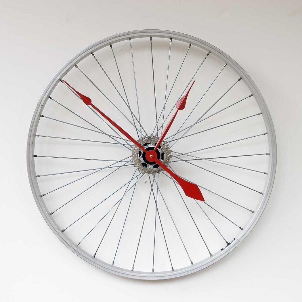 Recycled-Bike-Wheel-Clock Best 25 Creative Clock Ideas