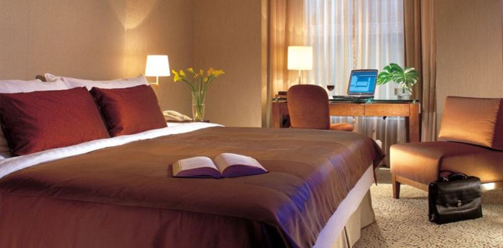 Traders-Club-Room Traders Hotel: A Wonderful and Luxurious Hotel in Singapore