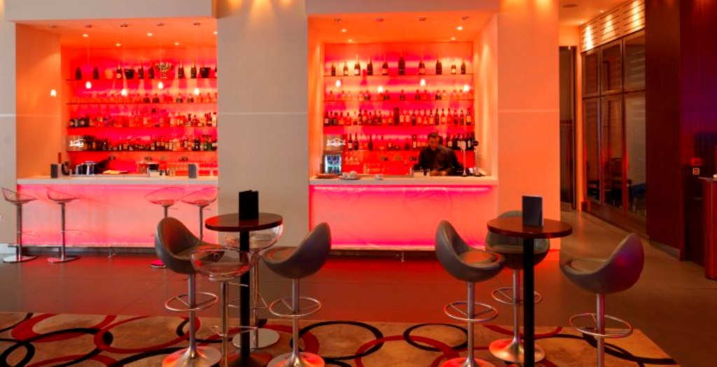 bar. Do You Want A Good and Comfortable Hotel in London?