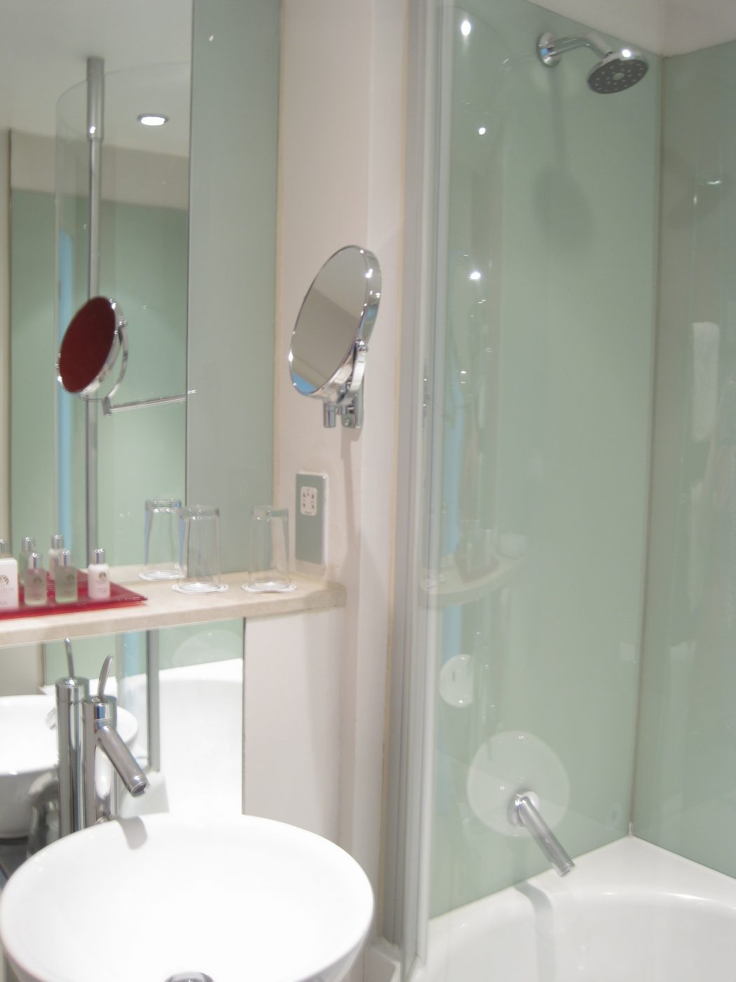 bath Do You Want A Good and Comfortable Hotel in London?