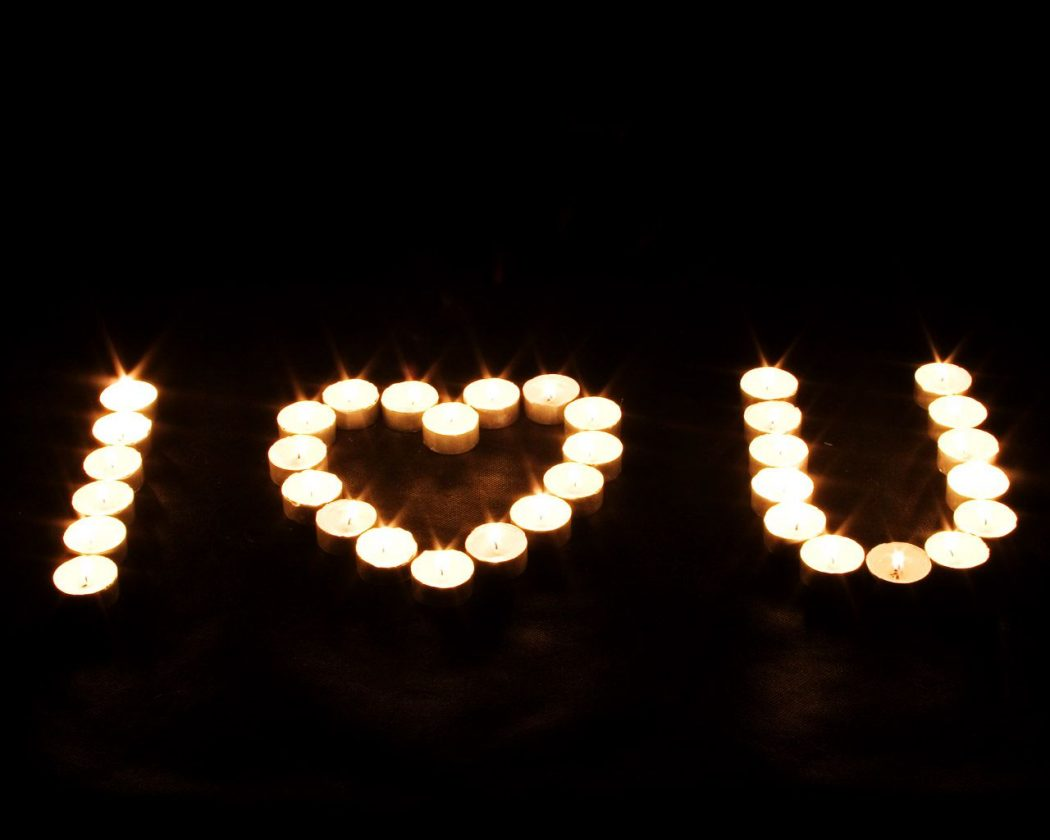 candle-love-sign 15 Best Romantic Gift Ideas
