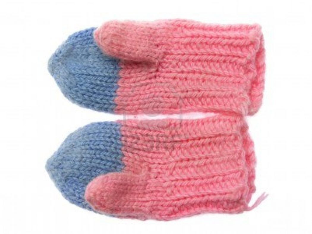 couple-of-pink-blue-wool-mittens-on-white-background Best 10 Ideas for Choosing Winter Gifts