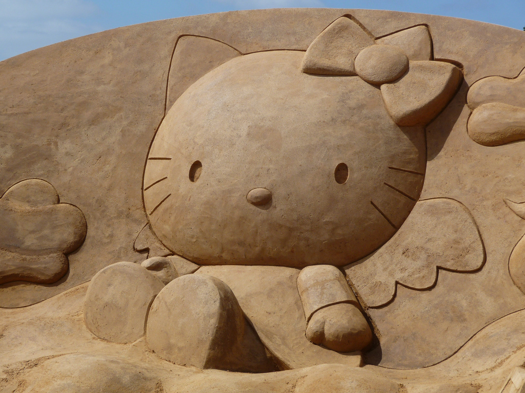 hello-kitty-sand-sculpure The Best 10 Videos and 30 images for Sand Art