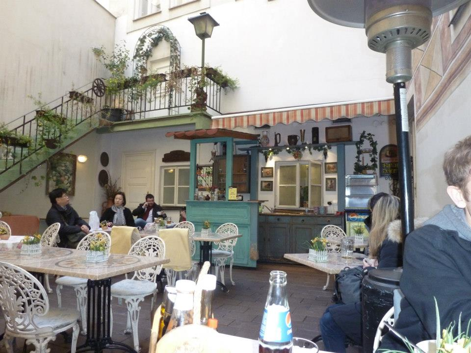 outside-restaurant1 The Ugly Restaurant Interior Design Makes You Lose Clients
