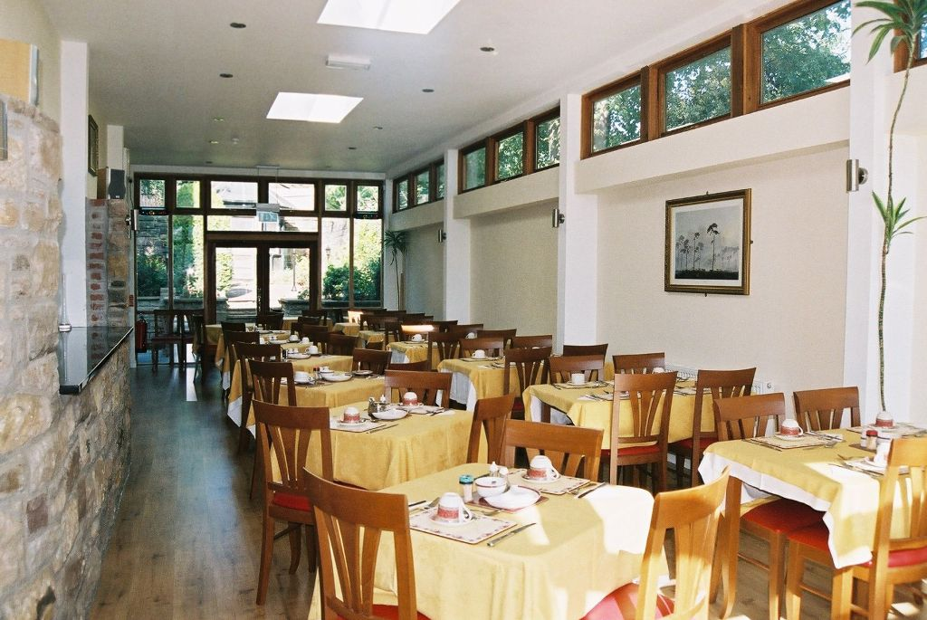 restaurant Do You Want A Good and Comfortable Hotel in London?