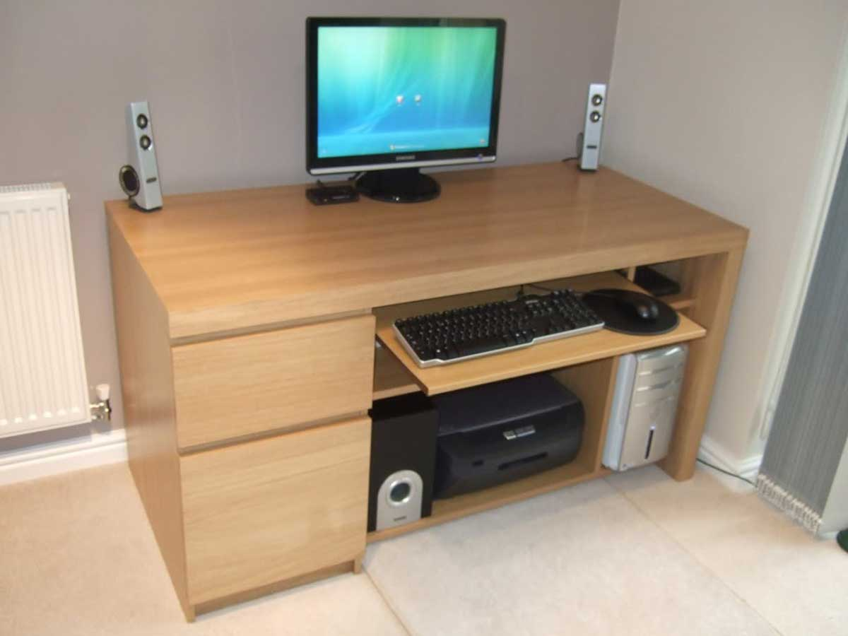 Small-computer-desks-for-small-spaces-from-Ikea-3