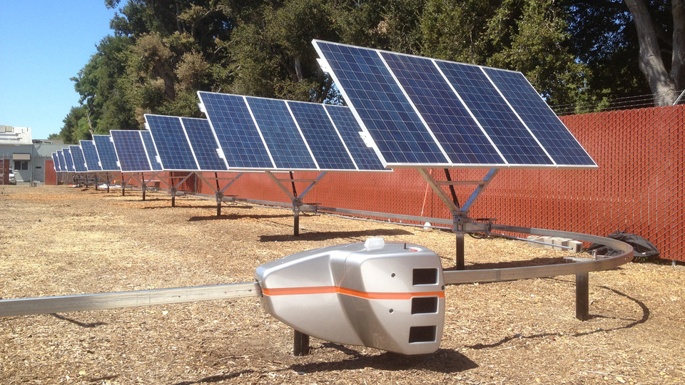 solar-power-robot-operation How Robots Help to Generate Solar Power?
