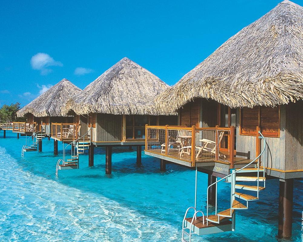 1-luxurious-bora-bora-resort 14 World's Most Luxurious Retreats in The World