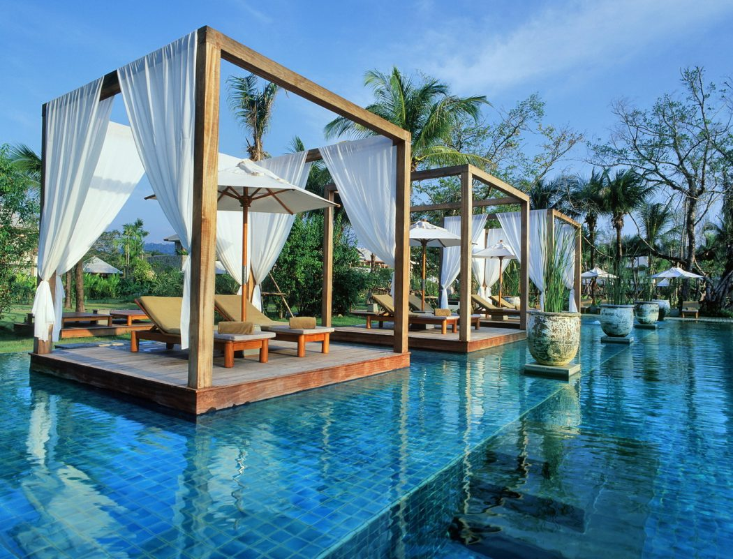 1-tropical-retreat-in-lush-gardens 14 World's Most Luxurious Retreats in The World