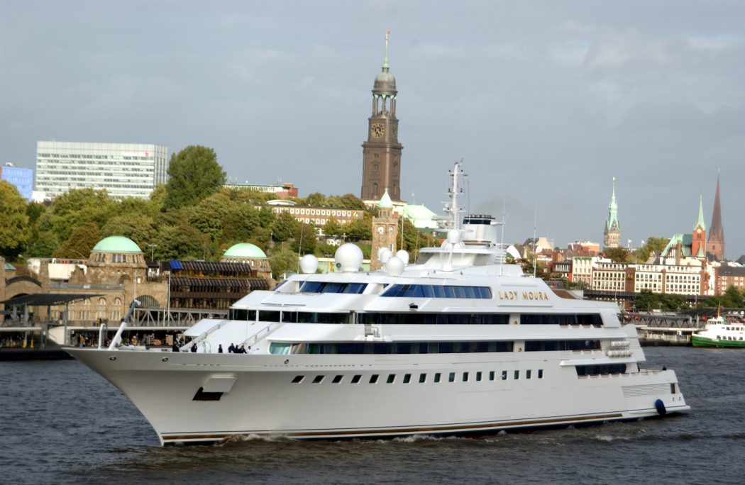 1990-Yacht-Lady-Moura 15 Most luxurious Yachts in The World