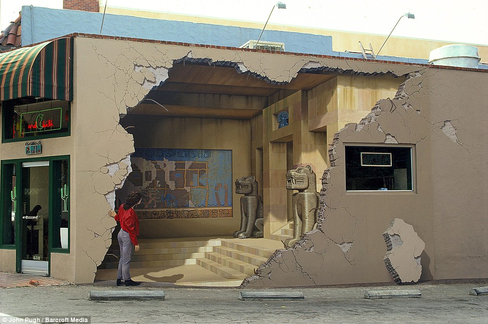 3d-mural 25 Strangest Wall Paintings