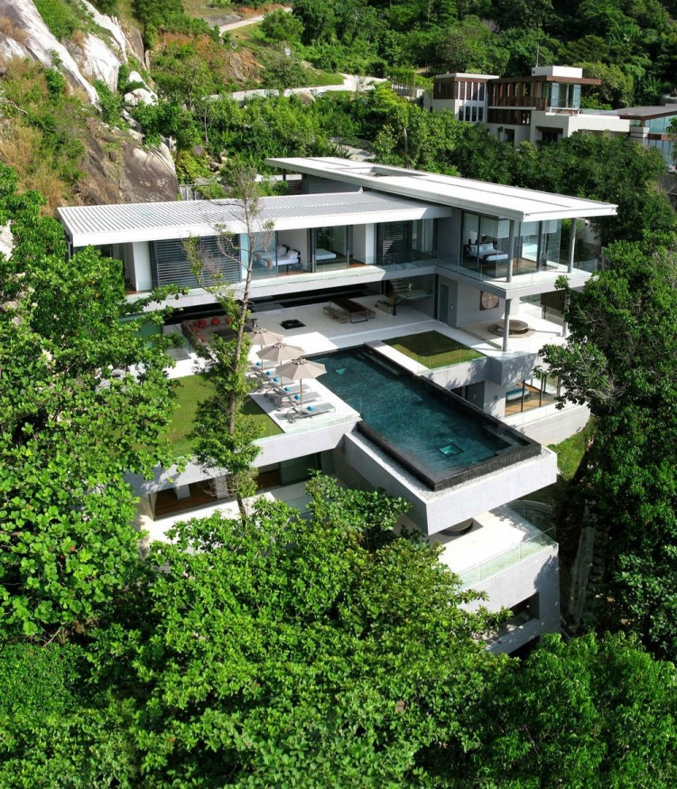 Amazing-modern-minimalist-swimming-pool-at-house-on-the-hillside 14 World's Most Luxurious Retreats in The World