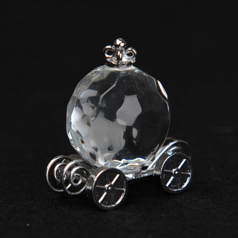 Ball-Crystal-with-Alloy-Trailer-Favor 20 unique wedding giveaways ideas