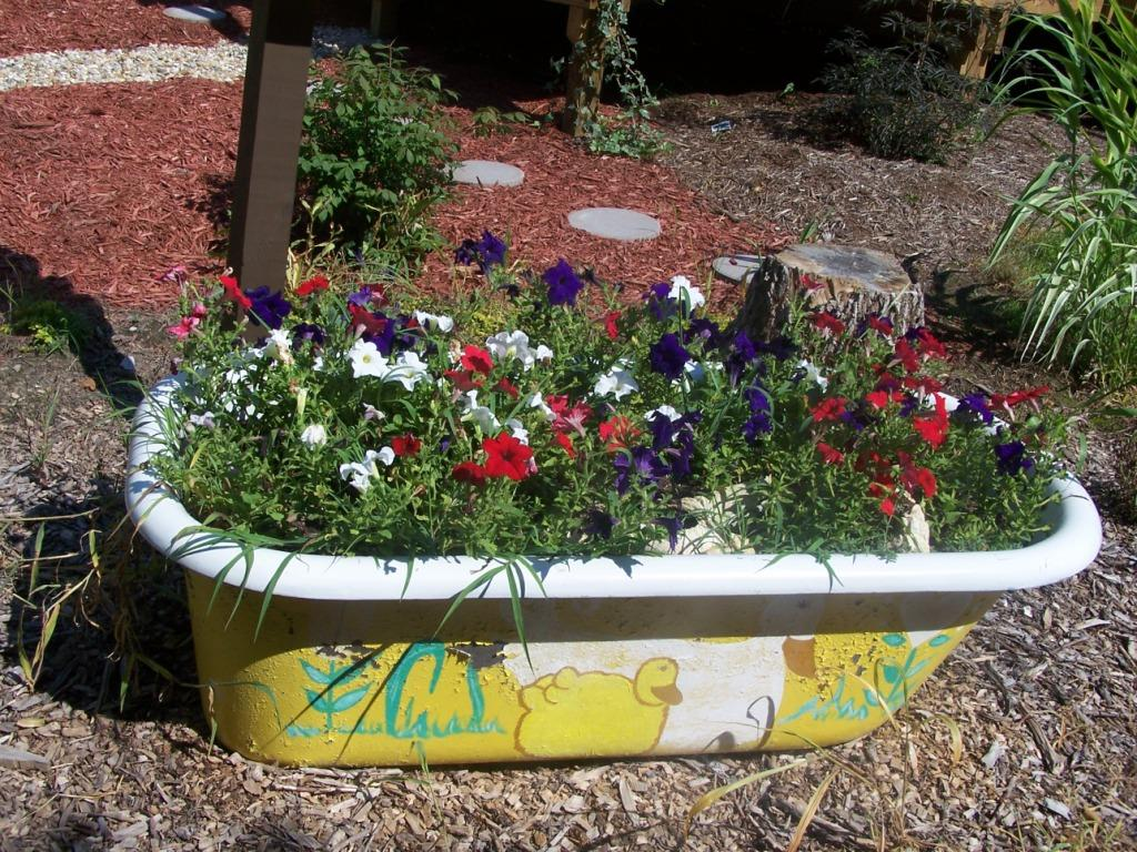Bathtub-kids-flower-garden 10 Fascinating and Unique Ideas for Portable Gardens