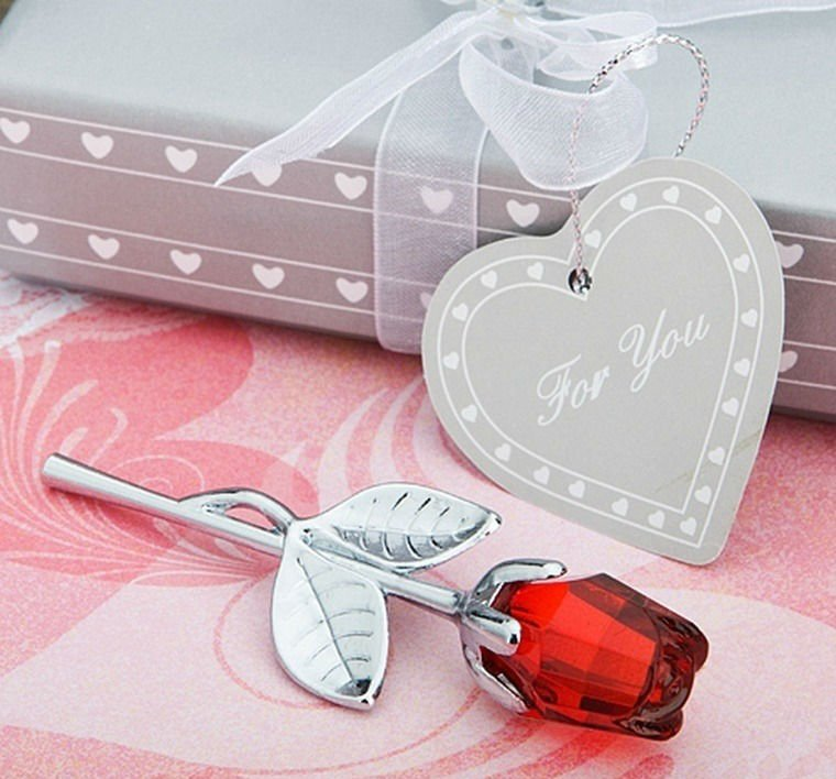 Choice-Crystal-Collection-Red-Rose-Favors-50pcs-lot-Wedding-Favor-Wedding-Gift-Wedding-Souvenir 20 unique wedding giveaways ideas