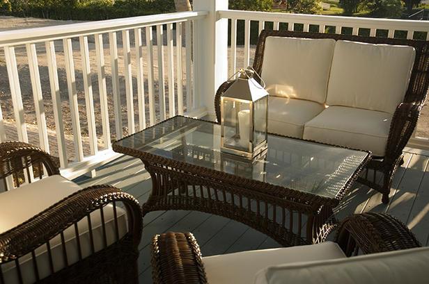 DreamHome08-Tour-Balcony-furniture2_lg How Do You Choose Your Balcony Furniture?