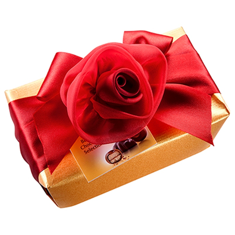 Godiva-Romantic-Decorated-Goldballotin-500-g 35 Most Mouthwatering Romantic Chocolate Gifts