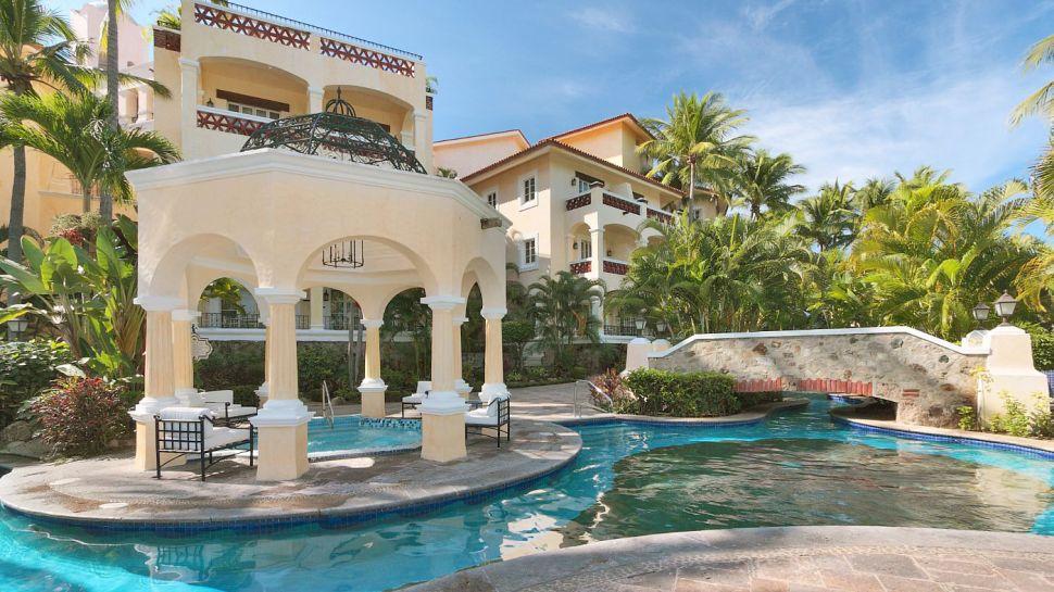 Grand-Bay-Hotel-Isla-Navidad-Resort-A-Wyndham-Luxury-Resort-1 14 World's Most Luxurious Retreats in The World