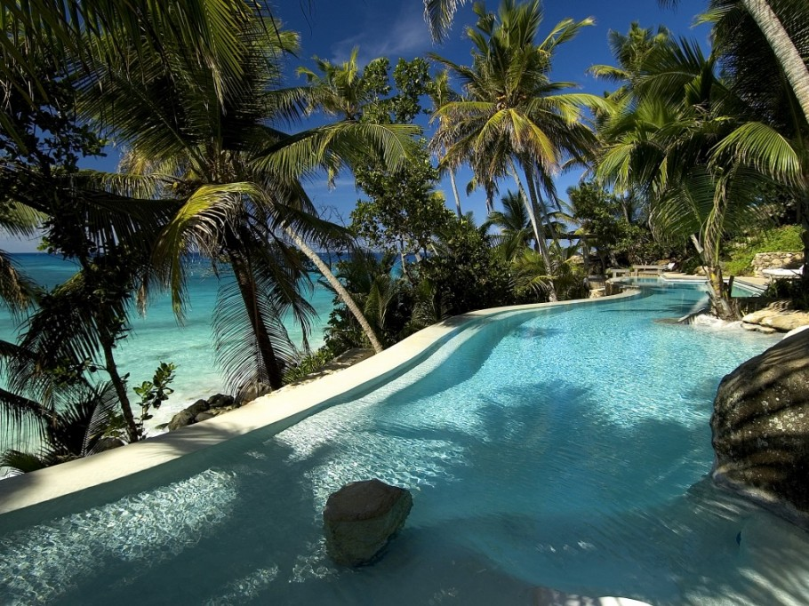 N.Island-infinite-pool11 14 World's Most Luxurious Retreats in The World