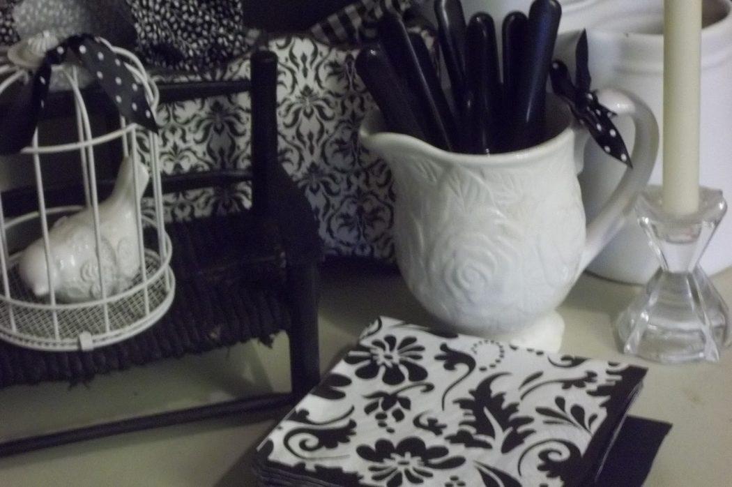 OCT-2-2011-181 25 Elegant Black And White Dining Room Designs