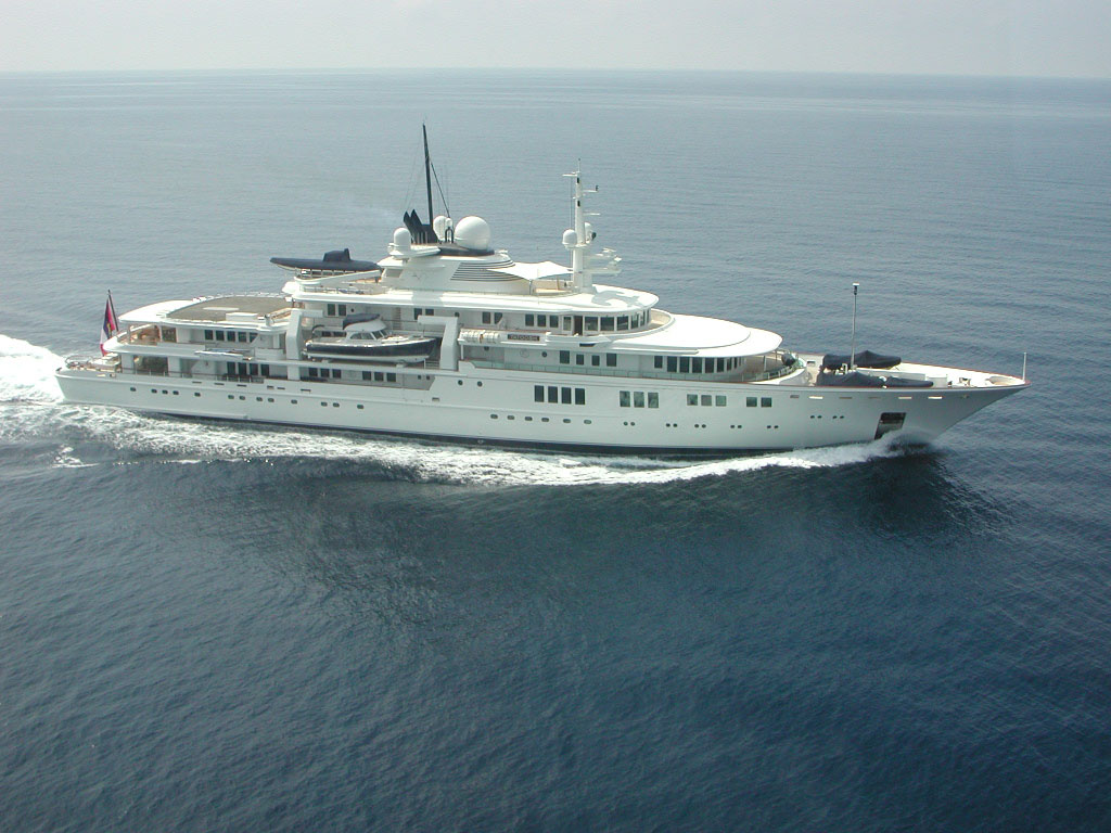Paul-Allen-Tatoosh-Yacht-2 15 Most luxurious Yachts in The World