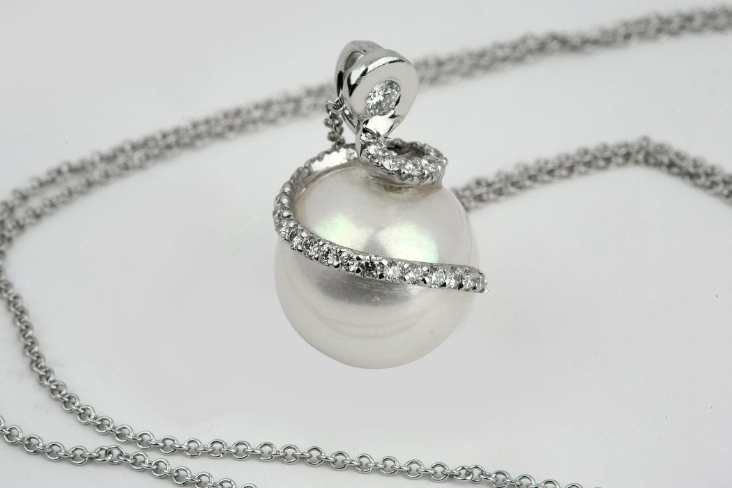 Photo-pearl-pendant The Best Jewelry Pieces That Women Like