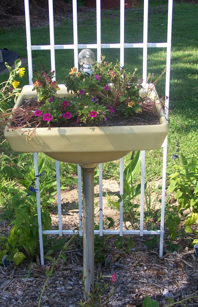 Recycled-basin-garden 10 Fascinating and Unique Ideas for Portable Gardens
