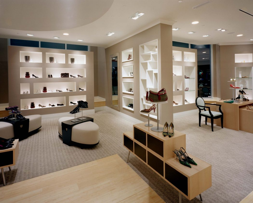 15 tips for how to design your retail store pouted for Design online shop