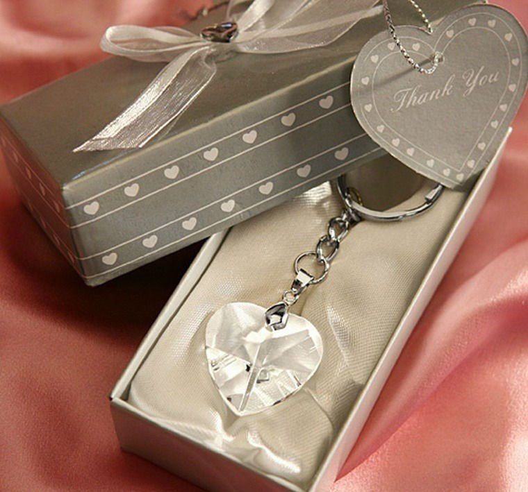 SJ006-Chrome-Key-Chain-with-Crystal-Heart-50pcs-lot-Wedding-Favor-Wedding-Gift-Wedding-Souvenir 20 unique wedding giveaways ideas