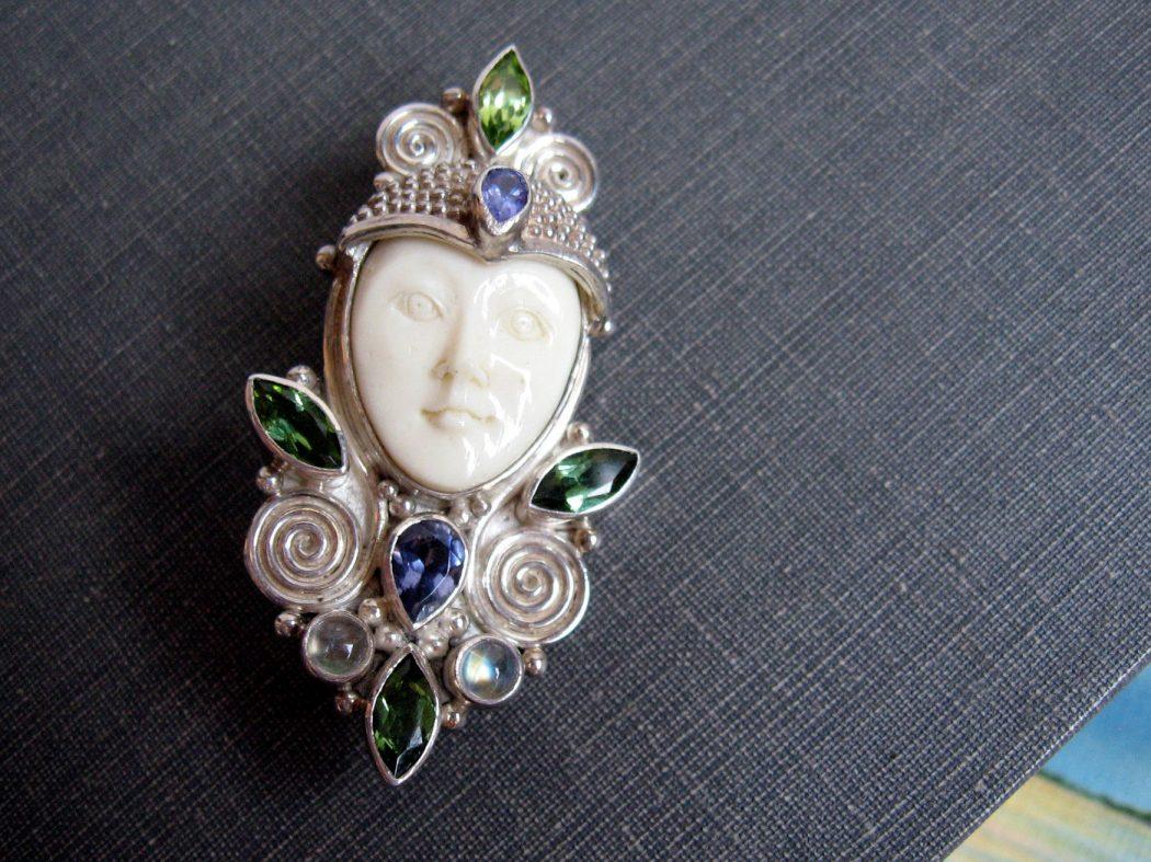 Sajen-pendant 35 Goddess Jewelries for Those Who Like History