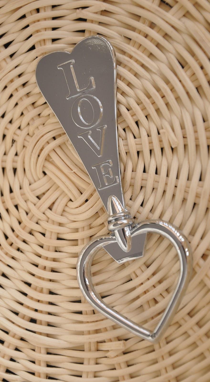 WED1003-Sweetest-Love-Bottle-Opener2 20 unique wedding giveaways ideas